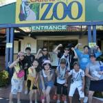 ZOOの入口で集合写真(帰る前)