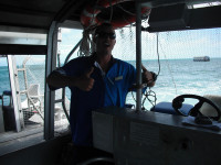 01 04 グラスボート 船長