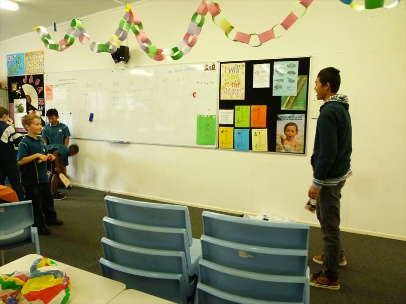 すべての折り紙 折り紙 手裏剣 4枚 : 小学生達は本当に楽しんでいて ...