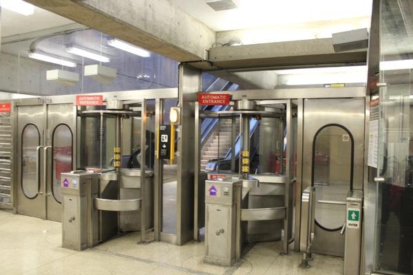 トロント地下鉄改札