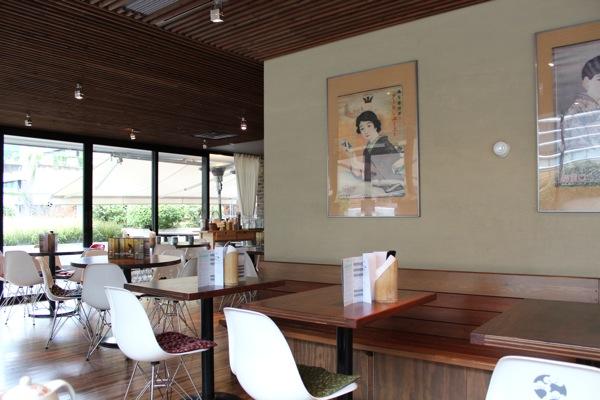バンクーバーの日本食レストラン店内